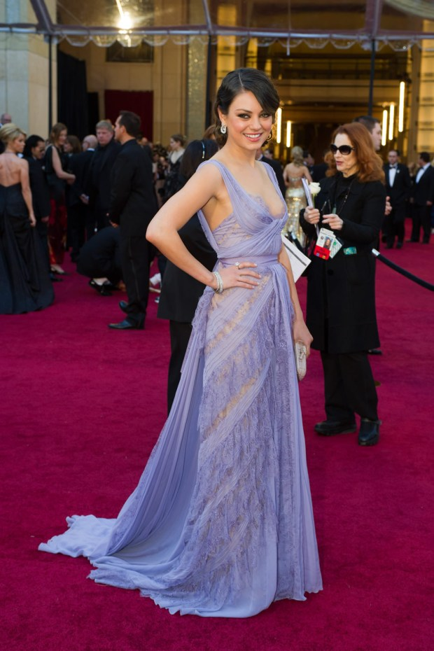 mila-kunis-oscar-red-carpet