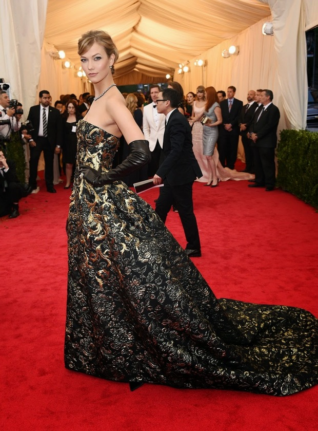 Karlie Kloss in J. Mendel